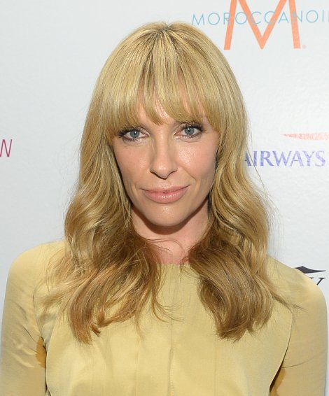Toni-Collette-all-about-soft-waves-neutral-makeup